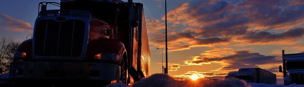 Die Lkws stehen bereit - jetzt fehlen nur noch die Fahrer … (c) Pixabay