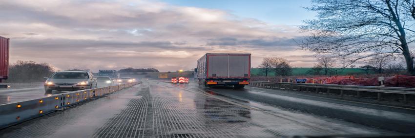 Güter rollen in Deutschland vorwiegend in Lkws durchs Land. Jeder sechste Kilometer Autobahn ist mittlerweile in schlechtem Zustand. ©Pixabay